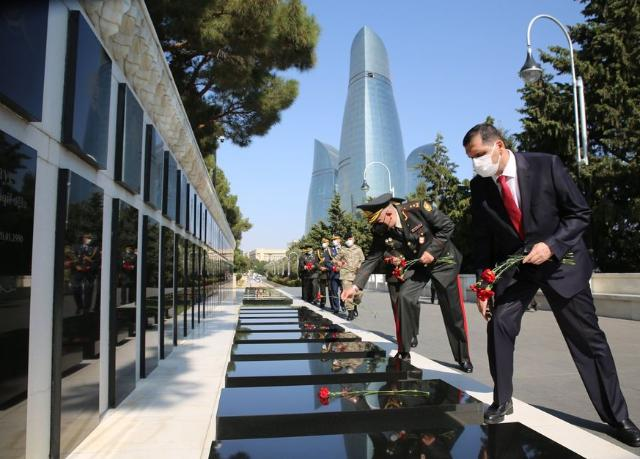 The Alley of Shehids (Martyrs) and the monument erected in honor of the Turkish soldiers killed in 1918 were visited on the occasion of the 102nd Anniversary of the Liberation of Baku (PHOTO, VIDEO)